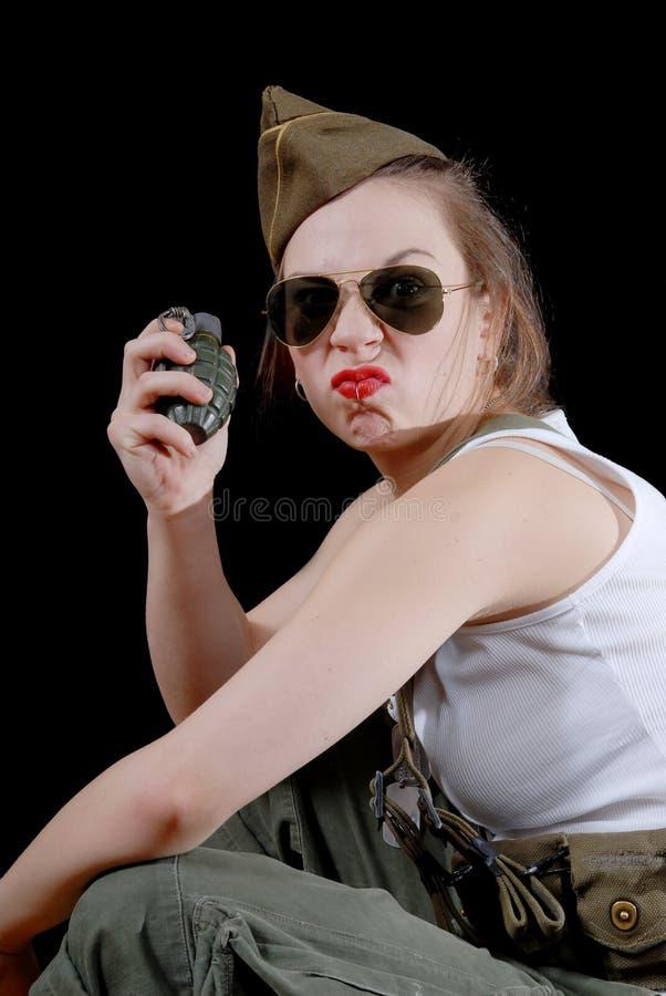 一个年轻人相当女性模型的特写镜头画象与手榴弹的我 免版税库存图片