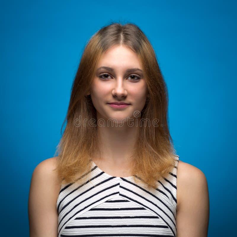 一个年轻十五岁的女孩的画象 库存照片