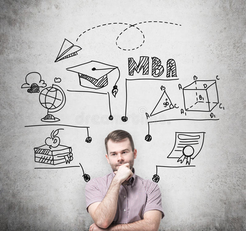 一个兴旺的人考虑工商管理硕士程度 教育图在他后得出 进一步企业educatio的概念 免版税库存图片