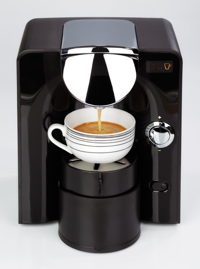 一个黑现代浓咖啡咖啡机器做一份咖啡 免版税图库摄影