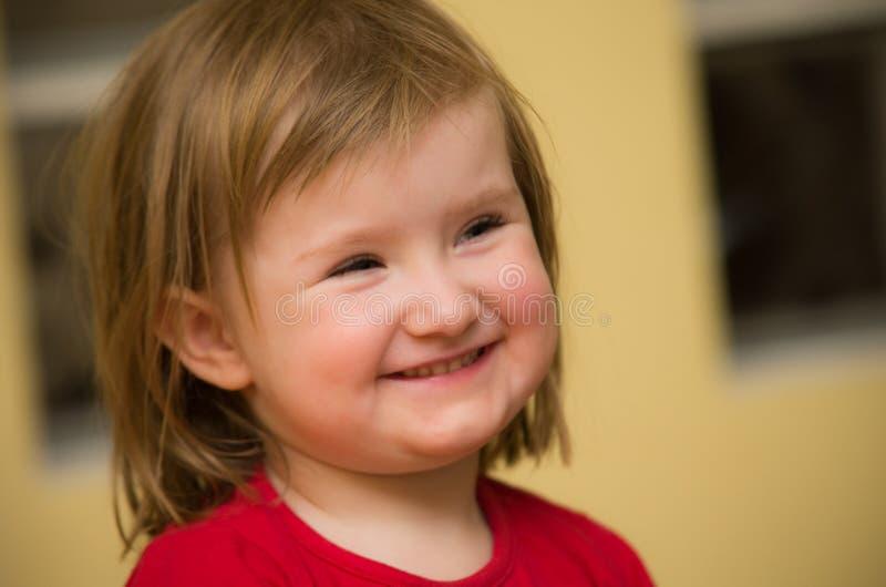 逗人喜爱的微笑的女孩 图库摄影