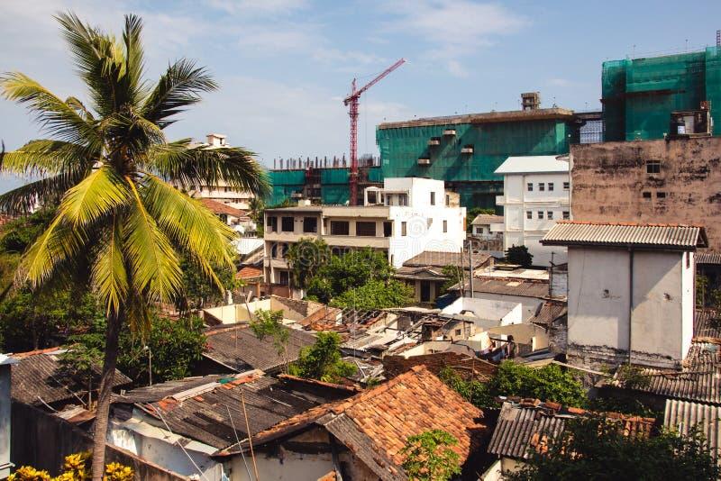 一个邻里的屋顶视图在科伦坡undergoin城市 图库摄影