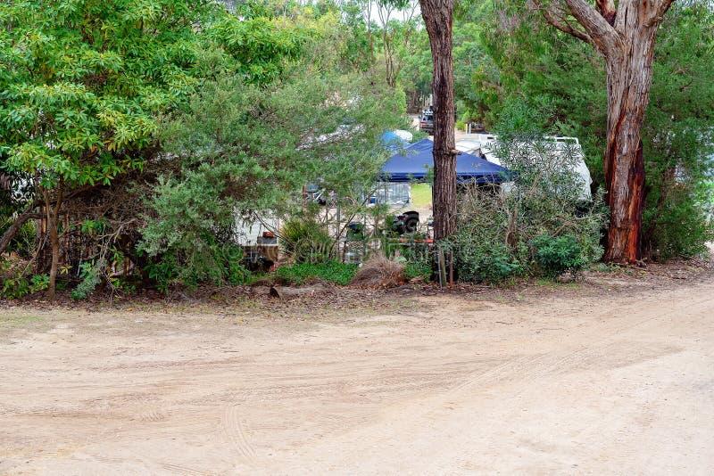 一个Bushland有蓬卡车公园假日 免版税库存照片