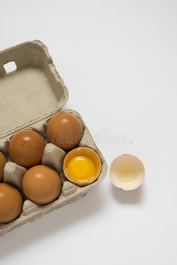 一些健康棕色农厂新鲜的鸡蛋 库存图片