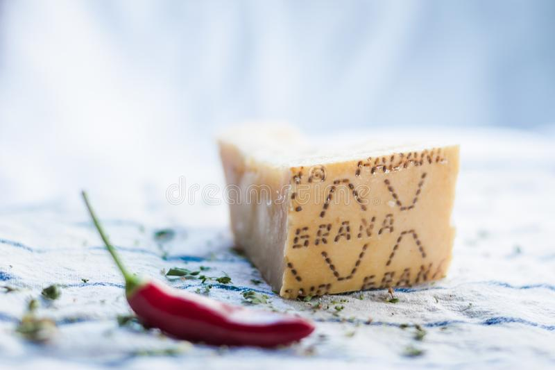 一些红辣椒和意大利乳酪 免版税库存照片