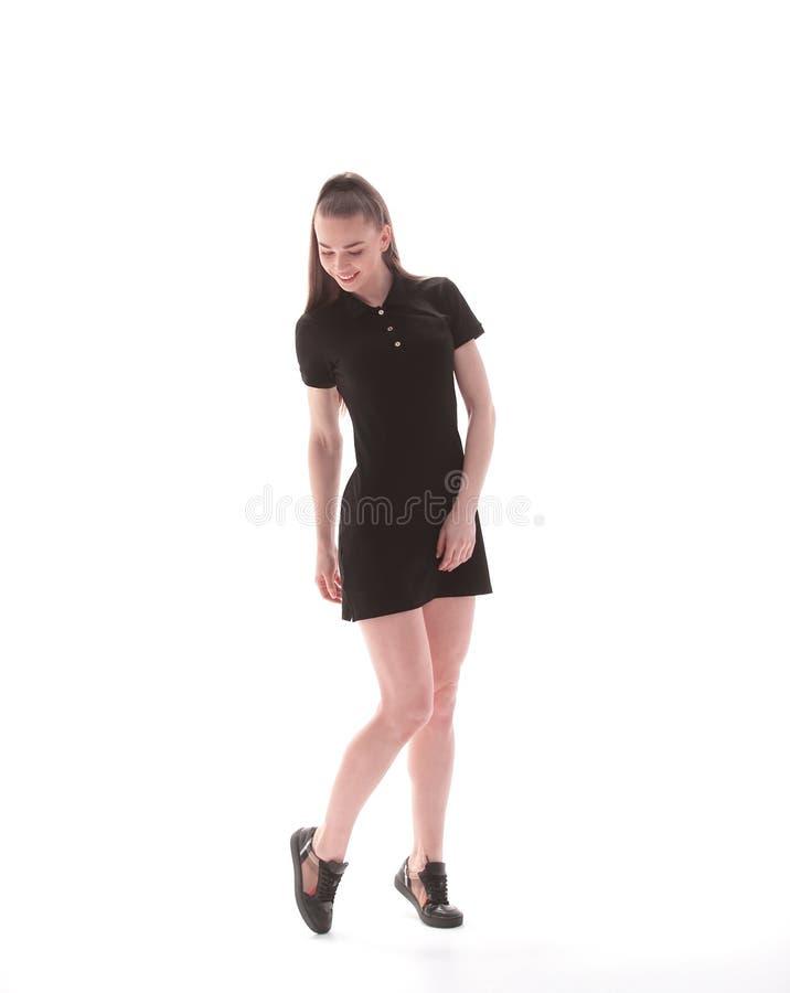 一件短的黑礼服的美丽的少妇 查出在白色 库存图片