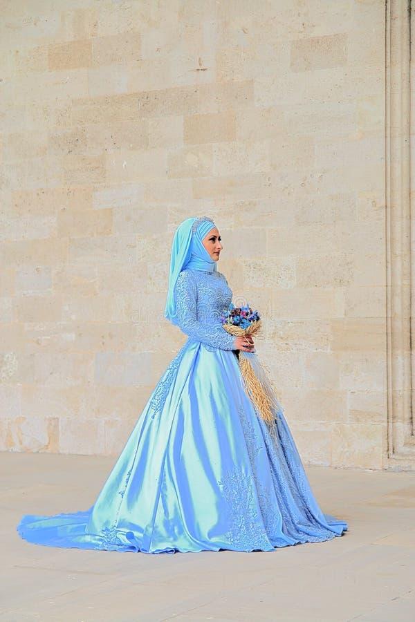 一件蓝色礼服的东部新娘 库存照片