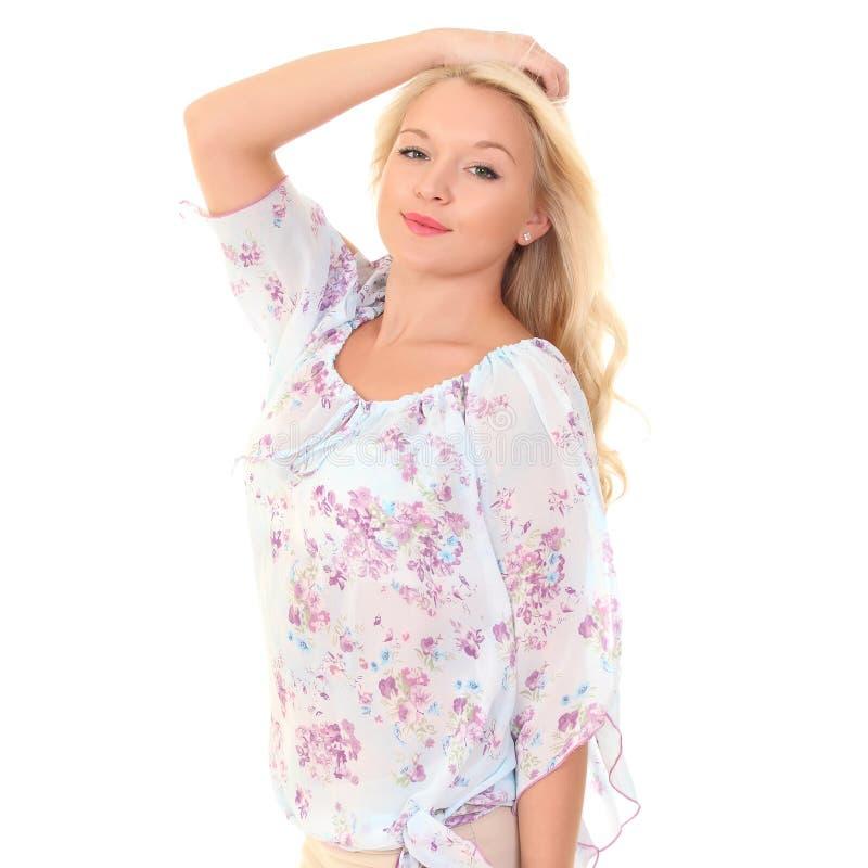 一件轻的夏天女衬衫的年轻金发碧眼的女人 免版税库存图片