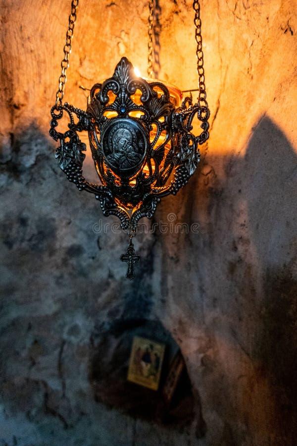 一件遗物在Dajbabe塞尔维亚正统洞修道院里,在波多里加附近,黑山 免版税库存图片
