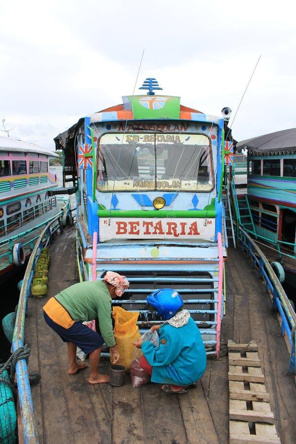 一位传统船和乘客 免版税库存图片