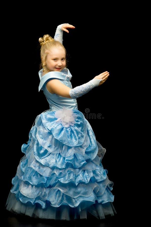 一位公主的一身长,庄重装束的一女孩黑色的 免版税库存图片
