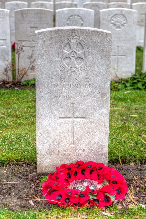 一位女性护士的WWI墓石Lijssenhoek公墓的,富兰德调遣 免版税图库摄影