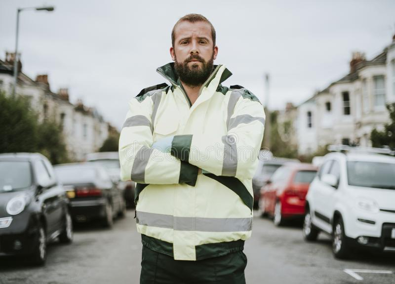 一位男性医务人员的画象制服的 库存图片