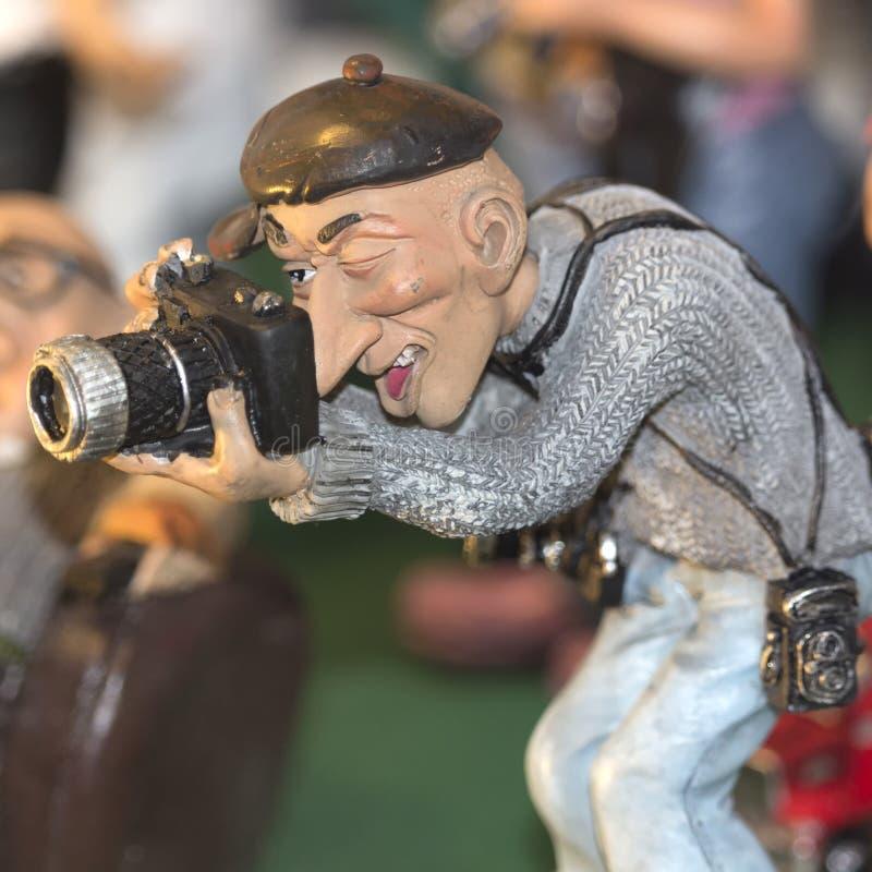 一位男性摄影师的小雕象 免版税库存照片