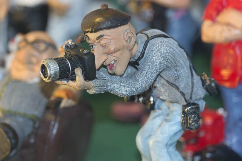 一位男性摄影师的小雕象 库存图片