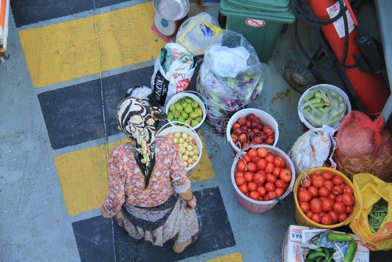 一位老妇人卖主 免版税库存照片