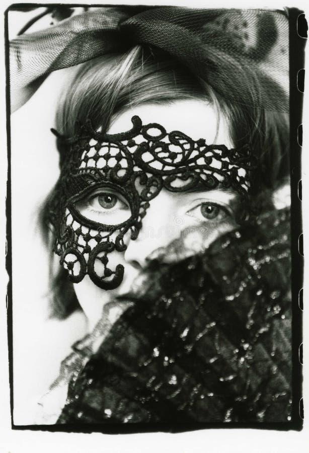 一俏丽的少女的面孔面具的 库存照片