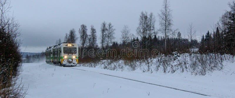 一列接近的旅客列车 库存图片