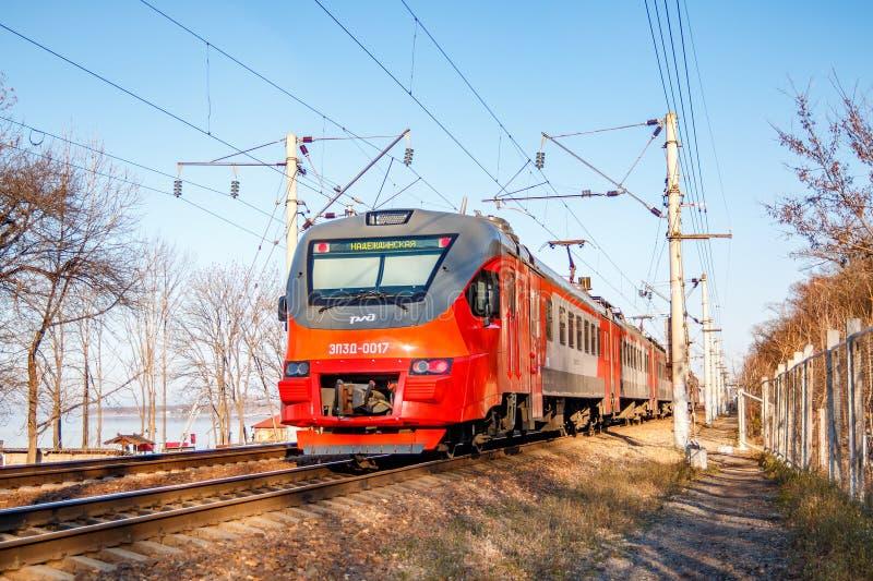 一列现代火车电多单元EP3D 它在俄罗斯服务世界杯的足球赛的客人参观  库存照片