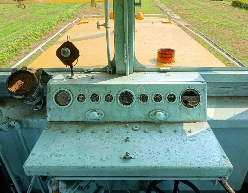一列老柴油火车的驾驶员舱 图库摄影