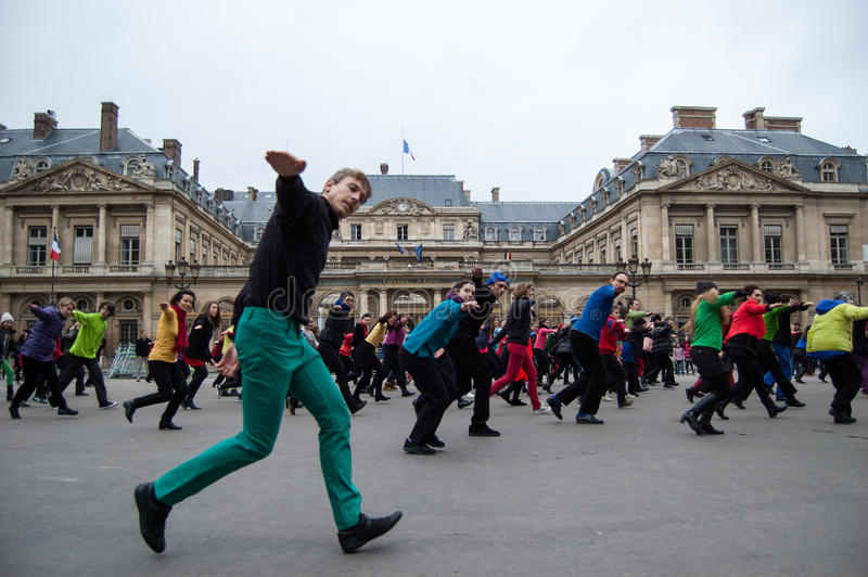 一刹那暴民舞蹈在巴黎 免版税库存图片
