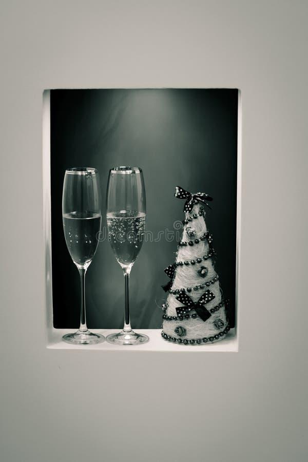 一副眼镜香槟在内部的假日 库存图片