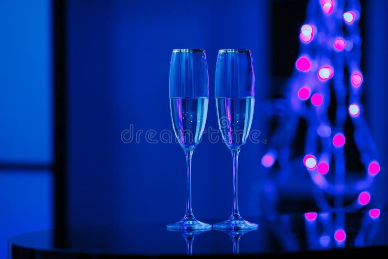 一副眼镜香槟在内部的 假日的概念 库存照片