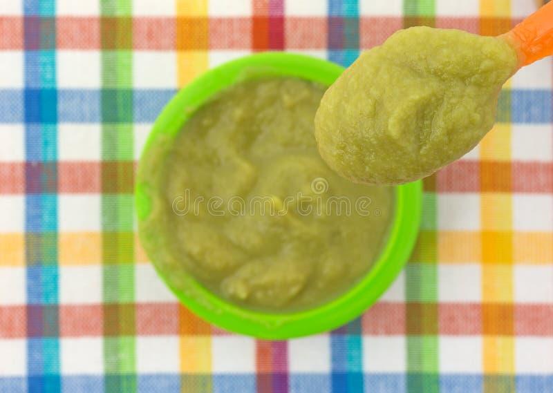 一匙在碗上的婴儿食品 库存图片