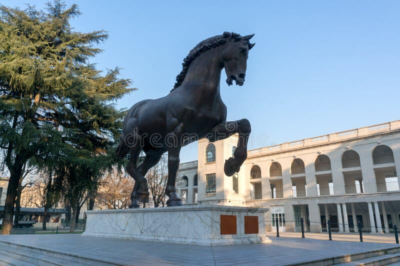 一匹马的雕塑老竞技场的列奥纳多・达・芬奇在圣西路球场 库存图片
