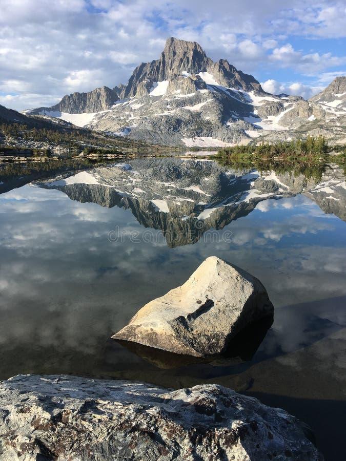 一千个艾兰湖和横幅峰顶 免版税图库摄影