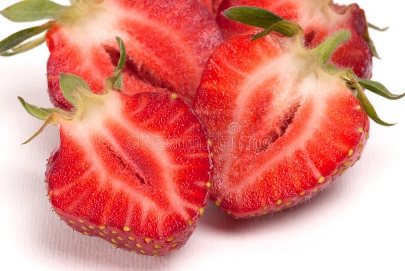 一半在白色背景的草莓 免版税库存照片