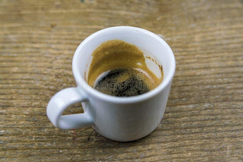 一半被喝的杯子浓浓咖啡咖啡 免版税库存照片