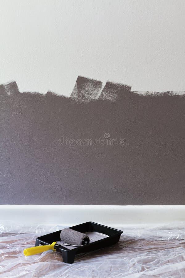 一半绘了有路辗和盘子的墙壁有文本的空间的 免版税图库摄影