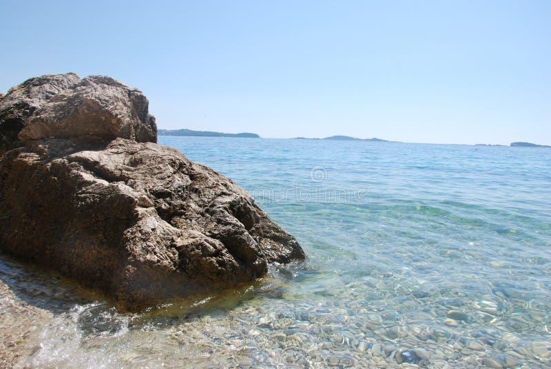 以一只脚的形式一个岩石 库存照片
