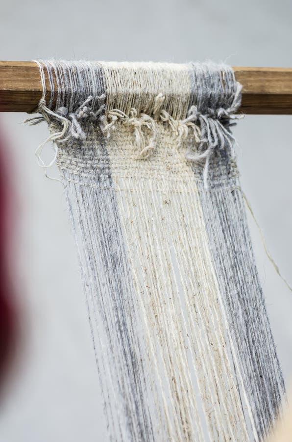 一台古老手织机的片段 库存图片