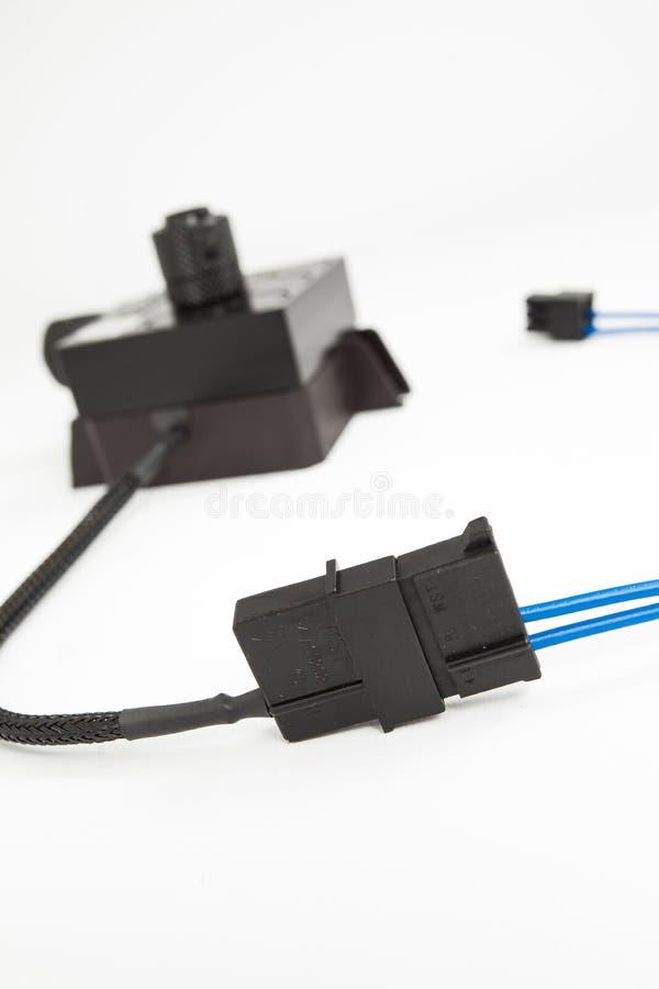 一台现代modded计算机的里面零件、缆绳和连接器特写镜头视图  免版税库存图片