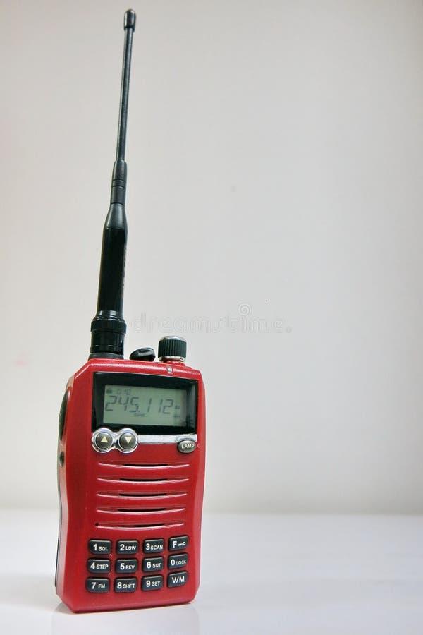 一台红色携带无线电话收音机 免版税库存照片
