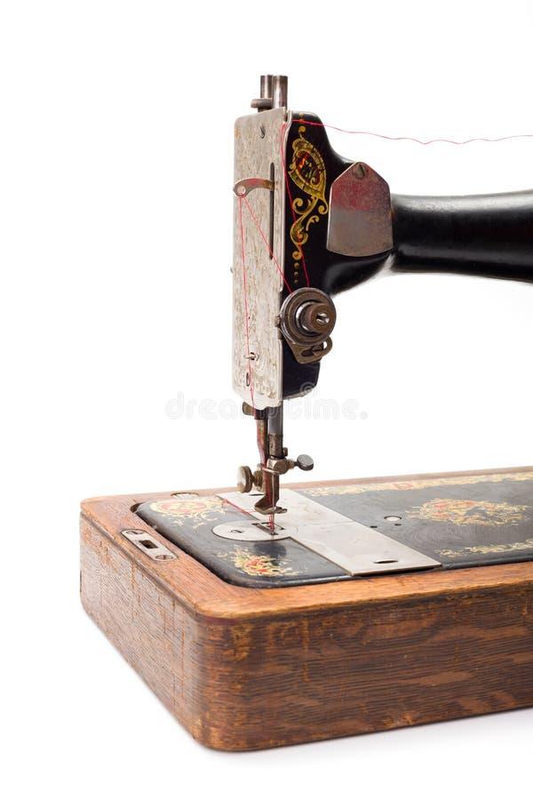 一台老手被驾驶的缝纫机的接近的看法 免版税图库摄影