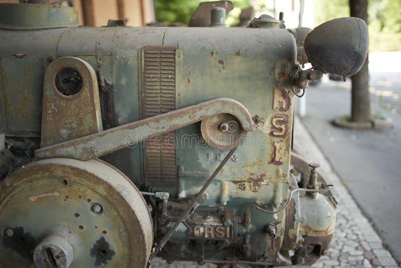 一台老拖拉机的细节 库存图片