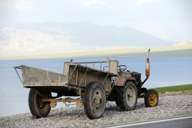 一台老拖拉机 库存图片
