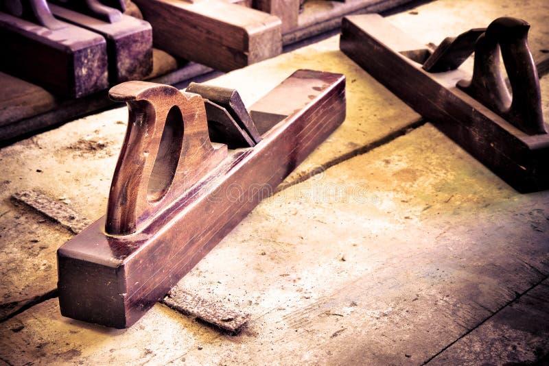 一台老木整平机的细节木匠工作的 库存照片