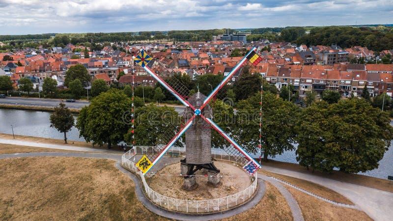 一台风车的地区看法在布鲁日,比利时 图库摄影