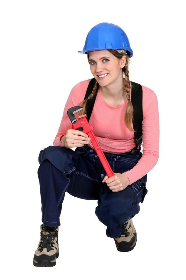 一名下跪的女性工作者。 库存图片