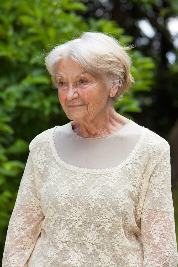 一名体贴的年长妇女的画象 图库摄影