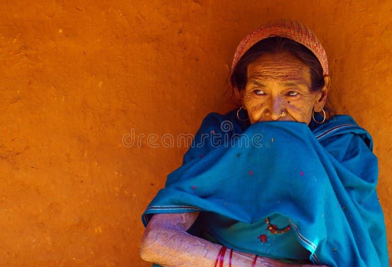 一名典型的尼泊尔村庄妇女 免版税库存图片