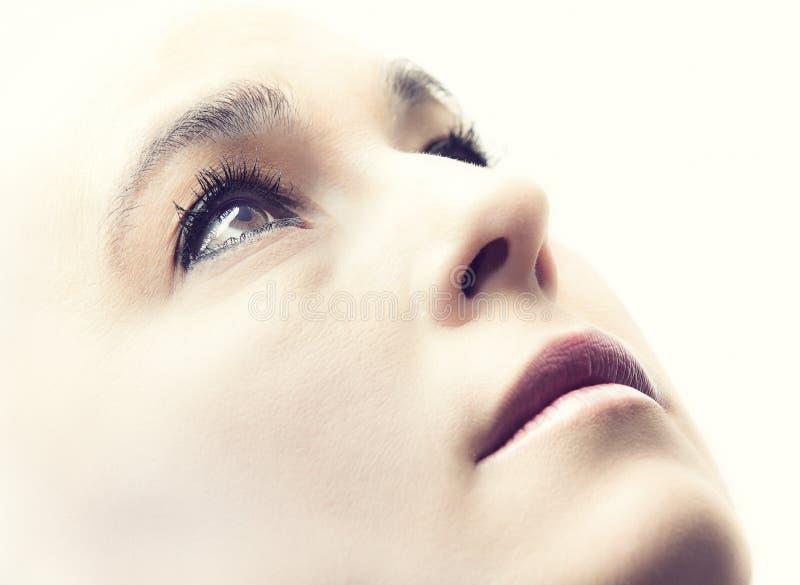 一名妇女的高关键画象有空的表示的在她的面孔 库存图片