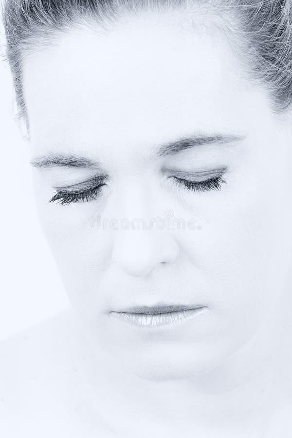 一名妇女的高关键画象有空的表示的在她的面孔 免版税库存图片