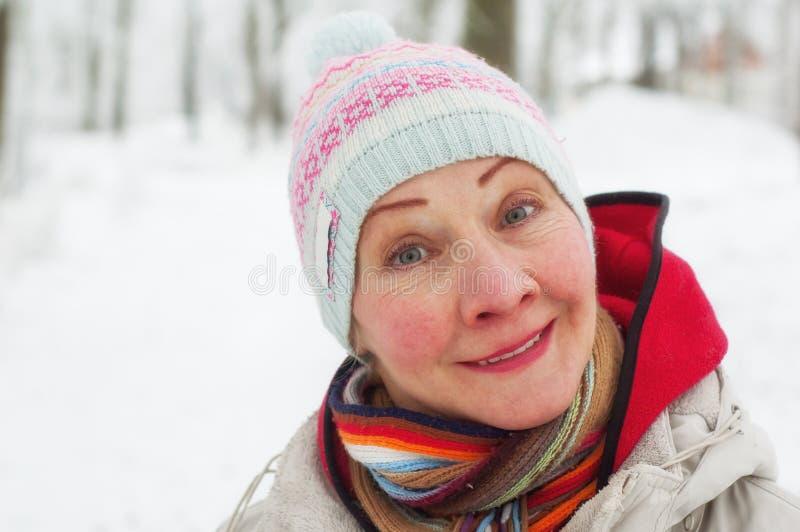 一名妇女的画象在一个冬天 库存照片