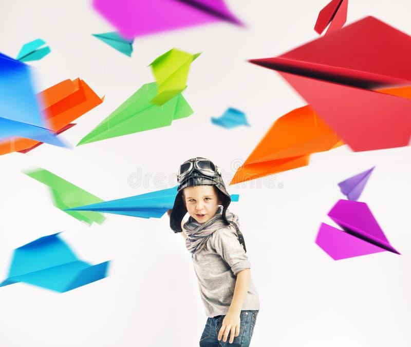 一名小飞行员的五颜六色的画象 图库摄影