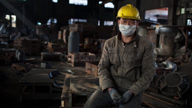 一名工作者在车间 库存照片